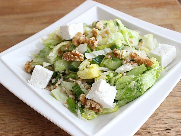 Grüner Salat mit Dinkel