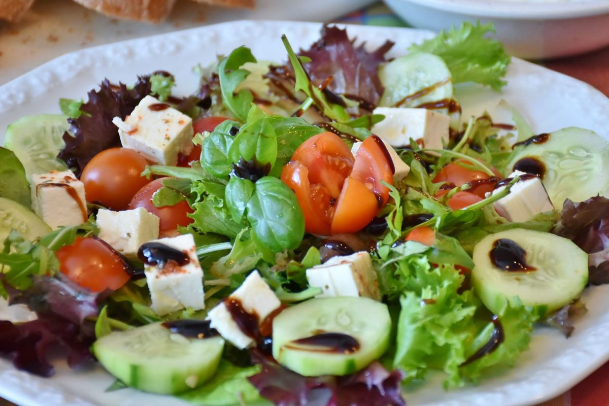 salad-1440111_1920 -pixabay license mittel